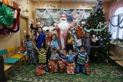К воспитанникам приезжали Дед Мороз, Снегурочка и Баба Яга из полиции